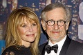 Dcéra slávneho režiséra Stevena Spielberga sa živí pornom: Rodičia ju podporujú