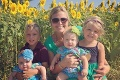 Záhadný pár sa prihovoril blonďavému dievčatku: Uvidíte, čo mu darovali, neubránite sa slzám