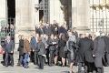 Odchody smútiacich z pohrebu Gotta († 80): Rozlúčiť sa prišla aj Marika Gombitová