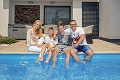 Miroslava Almásy ukázala dom s bazénom: Záclonu treba zvešiavať s lešením