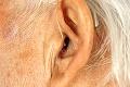 Karel Gott prichádza o sluch: Spevák sa to snažil skryť, usvedčila ho fotka