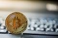 Rast bitcoinu vyvolal u Slovákov nebývalý záujem: Za týždeň doň naliali milión eur
