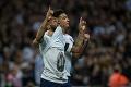 UEFA neberie ohľady: Sterling si uctil mŕtveho futbalistu, hrozí mu vyšetrovanie