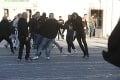 FOTO V Trnave to vrie! Potýčka maďarských fanúšikov s policajtmi