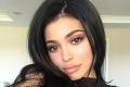 Kylie Jenner odfotili paparazzi: Ako vysvetlí ten detail na prsiach?