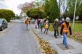 Nezvyčajná doprava v Novákoch: Bývalý policajt robí školákom pešibus