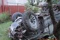 Po nehode v Oščadnici traja ťažko zranení: Auto odhodilo na záhradu rodinného domu