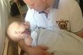 Ročný chlapček dostal ovčie kiahne, ktoré si na krku rozškrabal: Desivé následky!