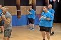 Cvičme v rytme: Spoznávate na fotke známeho fitnes trénera?