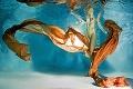 Ak chcete zmyselné fotografie, musíte do masky: Erotika pod vodou!