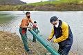 Pri Košiciach odštartovalo čistenie vodnej nádrže: Z odpadu na Ružíne urobia ekotvárnice