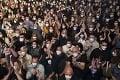 Španieli mali koncert napriek pandémii: Prišlo až 5000 ľudí, ktorí nemuseli dodržiavať rozostupy
