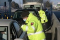 Na hranici s Rakúskom kontrolovali pendlerku: Keď si to policajti všimli, hneď ju brali