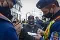 Proti karanténnym opatreniam protestovali v Budapešti stovky ľudí: Účastníci môžu mať problém