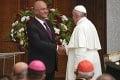 Pápež František má za sebou historickú púť Irakom: Omšu slúžil zo štadióna