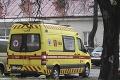 Ďalší útok na východe: Pacient pri prevoze napadol lekára a záchranárku