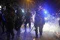 Ľudia v Írsku násilne protestovali: Demonštrácie proti opatreniam premiér odsúdil na plnej čiare