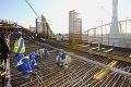 Robotníci pracujú v krutých podmienkach: Toto je drsná realita výstavby štadióna v Katare