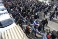 Nepokoje v Arménsku: Prívrženci premiéra vyšli do ulíc, odporcov sa snažili vytiahnuť z áut