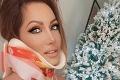 Úplne nahá pri vianočnom stromčeku: Misska Fabušová neprestáva po nehode s Kollárom šokovať