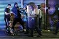 Nepokoje v Amerike neutíchajú: Protesty proti policajnej brutalite vyvolávajú len ďalšiu