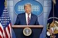 Trumpovi prihára pod zadkom, zavelil na ústup: Vyzval svojich stúpencov, aby sa vyhli ďalším násilnostiam