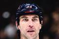 V centre pozornosti Chárova hokejka: Kuznecov pri nej vyzeral ako trpaslík