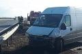 Vodiči, zbystrite pozornosť: Zrážka dodávky s kamiónom skomplikovala dopravu na R1