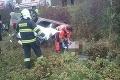 Vážna nehoda pri Jerichove: Autá skončili mimo cesty, hlásia niekoľko zranených