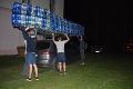 Študenti sa zahrabali medzi odpadky, o chvíľu mali postavenú loď: Budete prekvapení, ktorú osobnosť zlákali na palubu!