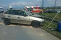Nehoda troch áut pri Piešťanoch, jedno skončilo mimo cesty: Hlásia zranených