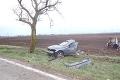 Vážna dopravná nehoda neďaleko Senca: Mladý vodič sa ťažko zranil