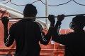 Ďalšie komplikácie počas humanitárnej misie: Taliansko zadržalo záchrannú loď