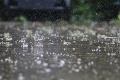SHMÚ varuje pred búrkami: Výstraha platí v troch okresoch