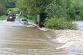 Dramatická záchranná akcia na strednom Slovensku: Ľudí v autách uväznila voda!