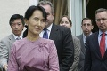 Zvrhnutá premiérka Su Ťij sa prvýkrát od zatknutia postavila pred súd: Silné slová