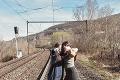Prehovorila svedkyňa tragédie, pri ktorej vlak zrazil Lauru († 13 ) aLindu (13): Srdcervúca rozlúčka mamy jedného z dievčat