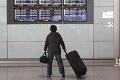 Obrovské problémy na letisku v Prahe: Desiatky českých turistov dostali stopku