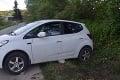 Hrôza na východe Slovenska: Zaparkované vozidlo sa dalo do pohybu a zrazilo päťročné dievčatko