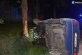 Hasiči zasahovali pri dopravnej nehode v Skalici: Auto skončilo prevrátené v priekope