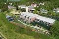 Výnimočná základná škola vŠtiavnických Baniach: Deti budú mať motýliu záhradu aj amfiteáter