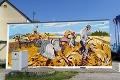 V tejto obci oslavujú 100. výročie netradične: Starú telekomunikačnú budovu zdobí vďaka umelcom mural