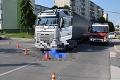 Tragická nehoda v Starej Turej: Chodkyňa po zrážke s kamiónom zomrela