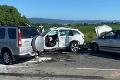 Hromadná nehoda pri Ivanke pri Dunaji: Dvaja vodiči skončili v nemocnici