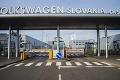 Zamestnancom podajú vakcínu priamo v podniku: Volkswagen Slovakia spúšťa očkovanie proti COVID-19
