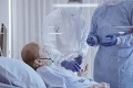 USA aj naďalej strácajú priveľa životov: Počet obetí na ochorenie COVID-19 prekonal desivý míľnik
