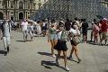 Francúzsko ruší povinné nosenie rúšok vonku: Ukončí aj zákaz nočného vychádzania