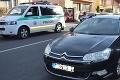 Viaceré kolízie kolobežkárov v Trnavskom kraji: 15-ročný chlapec skončil na čelnom skle auta