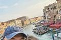Spevák Ivan Tásler sfrajerkou si užívajú život: ZKaribiku do Benátok
