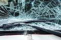 Strašné! Žena sedela na lavičke a zrazilo ju auto, nedalo sa jej už pomôcť